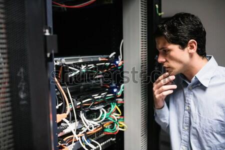 Technikus beszél mobiltelefon szerver szoba szeretet Stock fotó © wavebreak_media
