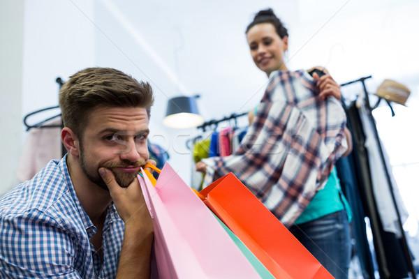 Unatkozik férfi bevásárlótáskák nő ruhaakasztó ruházat Stock fotó © wavebreak_media