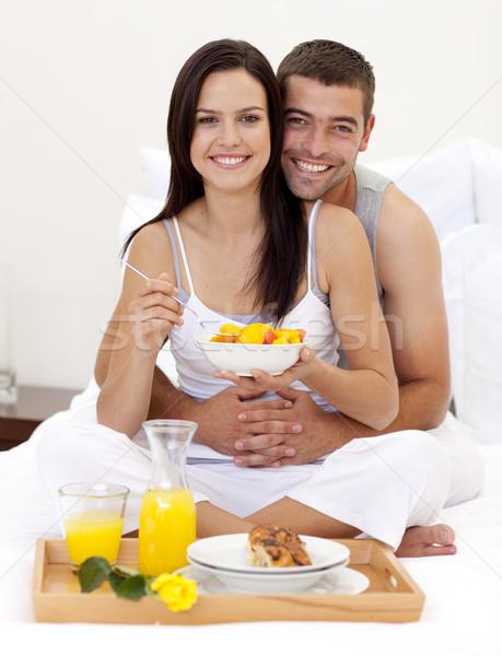 Paar voedzaam ontbijt bed gelukkig voedsel Stockfoto © wavebreak_media