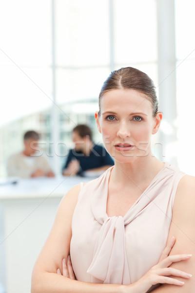 Komoly üzletasszony néz kamera munkatársak beszél Stock fotó © wavebreak_media
