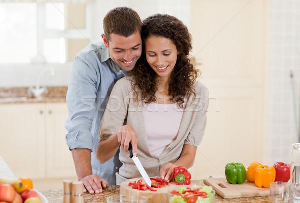 Bel homme cuisson petite amie maison femme heureux Photo stock © wavebreak_media