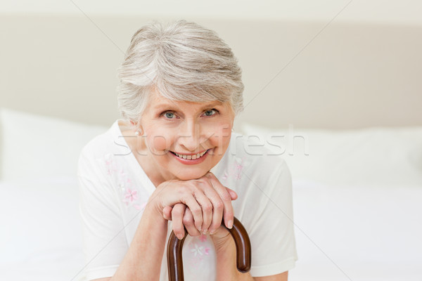 Jubilado mujer caminando palo casa altos Foto stock © wavebreak_media