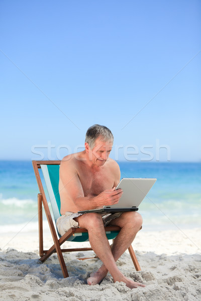 Emeryturę człowiek pracy laptop plaży komputera Zdjęcia stock © wavebreak_media