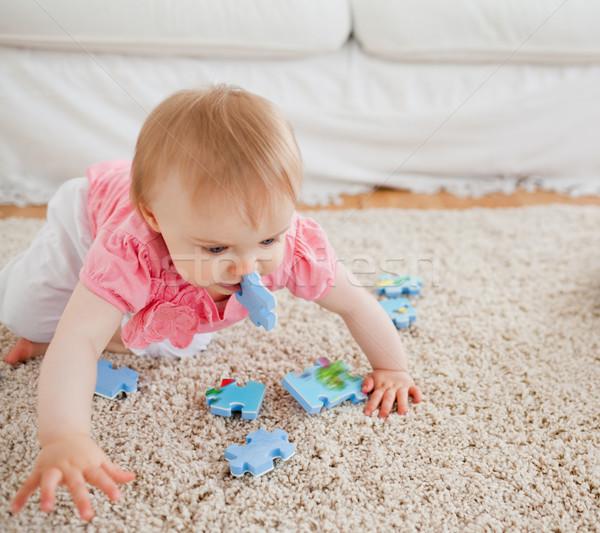Blond baby gry puzzle dywan salon Zdjęcia stock © wavebreak_media