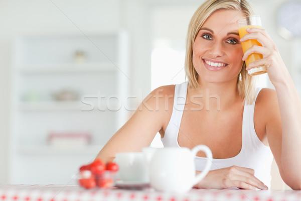 Kobieta szkła czoło kuchnia twarz Zdjęcia stock © wavebreak_media