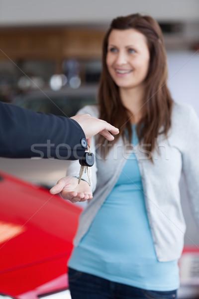 Brunette clés de voiture main garage heureux affaires Photo stock © wavebreak_media