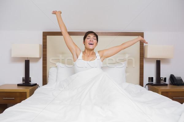 Pretty woman w górę kobieta bed Zdjęcia stock © wavebreak_media