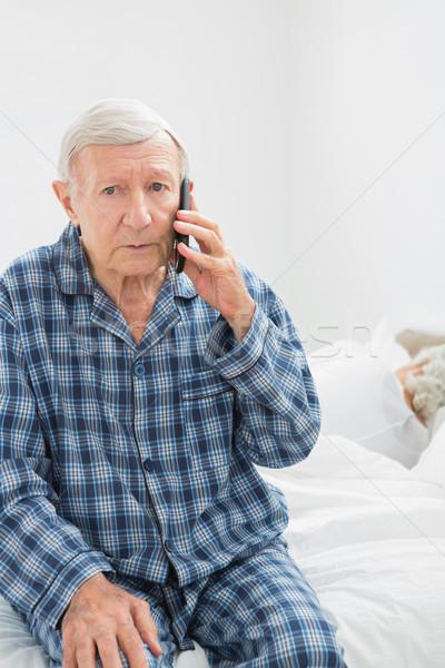 Yaşlı adam çağrı birisi yatak odası ev adam Stok fotoğraf © wavebreak_media