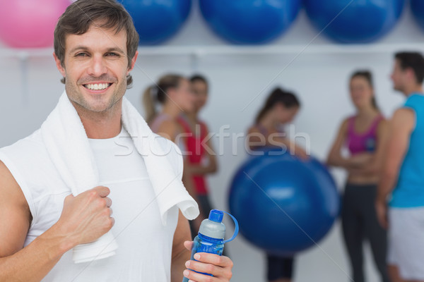Foto d'archivio: Uomo · bottiglia · d'acqua · amici · fitness · ritratto