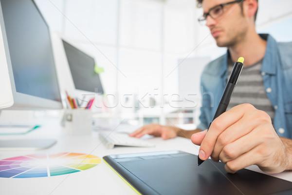 Casual masculino foto editor gráficos comprimido Foto stock © wavebreak_media