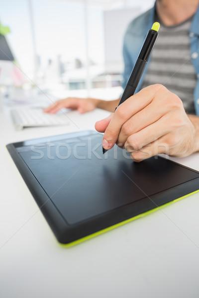 Gündelik erkek fotoğraf editör grafik tablet Stok fotoğraf © wavebreak_media