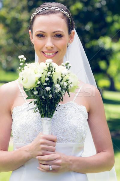 невеста улыбаясь букет саду портрет Сток-фото © wavebreak_media