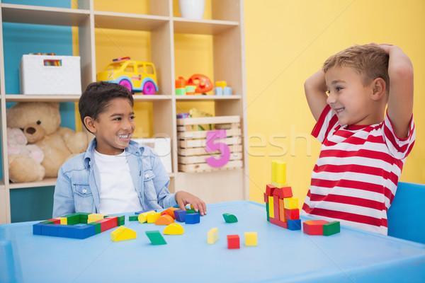 Cute mały chłopców gry budynków wielokondygnacyjnych przedszkole Zdjęcia stock © wavebreak_media