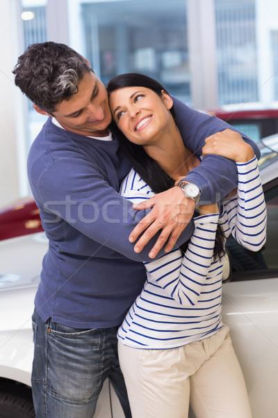 Boldog pár mosolyog kamera átkarol új autó Stock fotó © wavebreak_media