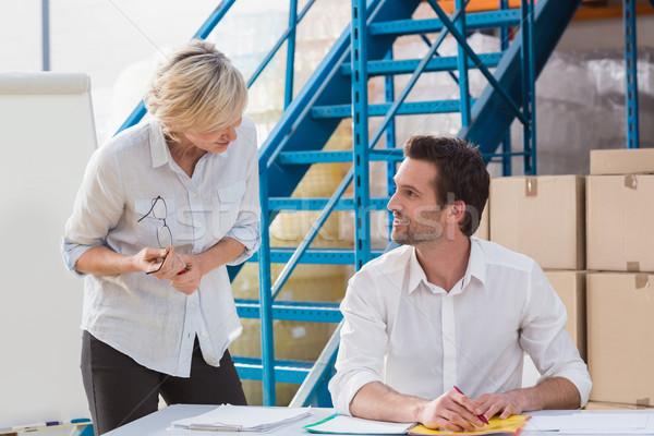 Magazijn managers vergadering groot vrouw Stockfoto © wavebreak_media