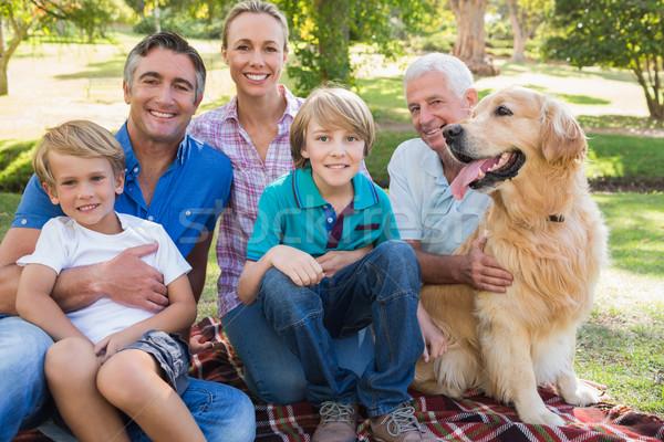 Photo stock: Famille · heureuse · souriant · caméra · chien · femme