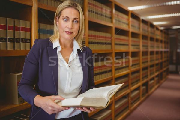 Ciddi kütüphaneci okuma kitap kütüphane kadın Stok fotoğraf © wavebreak_media