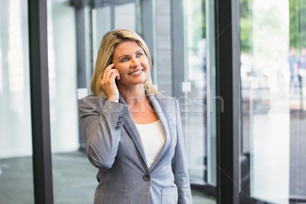 Empresária telefone prédio comercial mulher escritório Foto stock © wavebreak_media