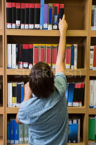 Estudiante libro plataforma biblioteca Universidad Foto stock © wavebreak_media
