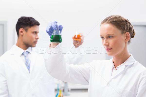 Concentré fluide laboratoire femme Photo stock © wavebreak_media