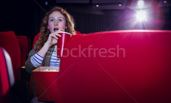 若い女性 を見て 映画 飲料 ソーダ 映画 ストックフォト © wavebreak_media