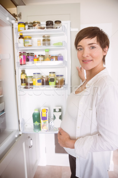 妊婦 開設 冷蔵庫 ホーム キッチン 幸せ ストックフォト © wavebreak_media