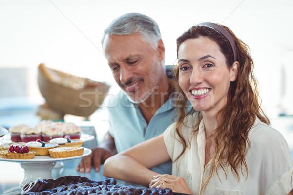 Sevimli çift bakıyor fırın depolamak Stok fotoğraf © wavebreak_media