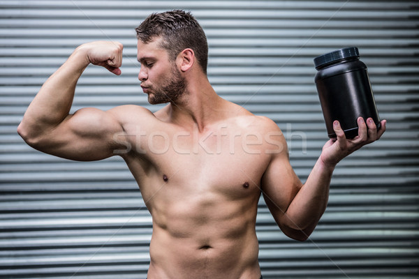 Musculaire homme posant crossfit gymnase santé Photo stock © wavebreak_media