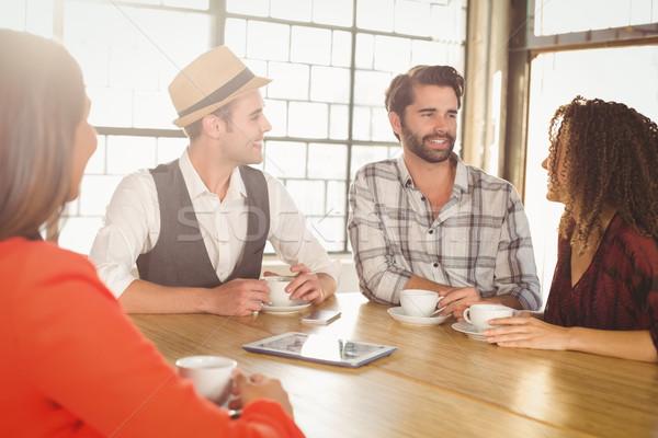 улыбаясь друзей говорить кофе вместе кофейня Сток-фото © wavebreak_media