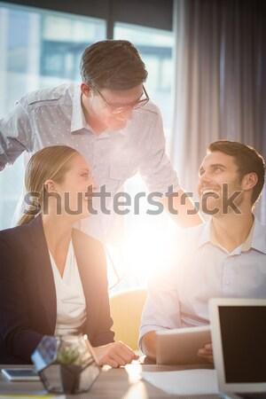 Stock fotó: Boldog · együtt · dolgozni · iroda · megbeszélés · toll · dolgozik