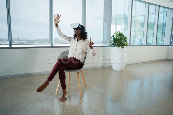 Homme exécutif réalité casque bureau Photo stock © wavebreak_media