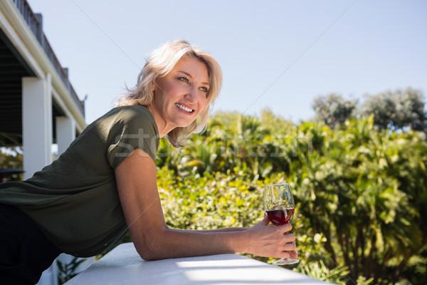 Loiro mulher parede restaurante feliz Foto stock © wavebreak_media