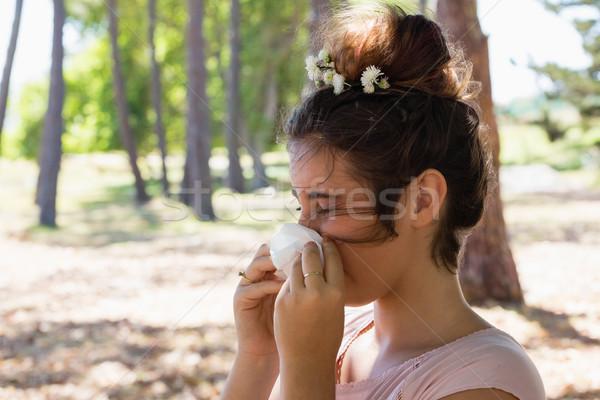 Vrouw lijden koud griep park meisje Stockfoto © wavebreak_media