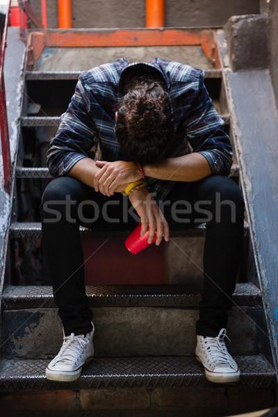 Bêbado homem sessão escada bar vidro Foto stock © wavebreak_media