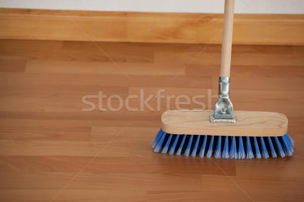 Escoba manejar piso primer plano madera Foto stock © wavebreak_media