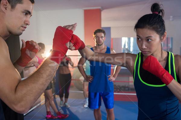 Młodych kobiet bokser mężczyzna boks Zdjęcia stock © wavebreak_media