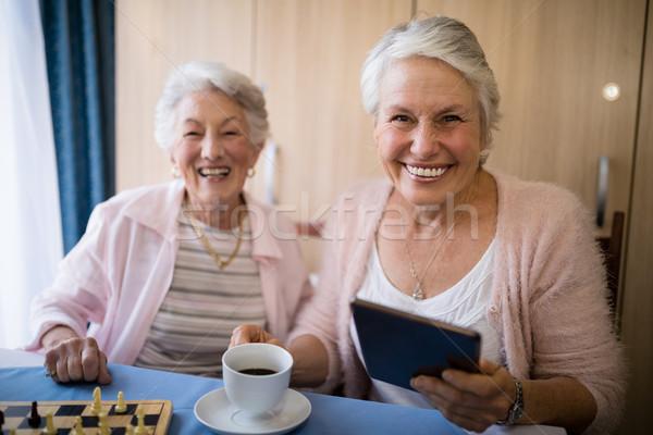 Portrait souriant supérieurs amis café jouer Photo stock © wavebreak_media