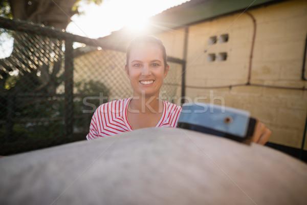 笑みを浮かべて 女性 ジョッキー 洗浄 馬 納屋 ストックフォト © wavebreak_media
