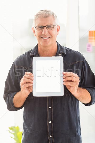 Uśmiechnięty biznesmen cyfrowe tabletka portret Zdjęcia stock © wavebreak_media