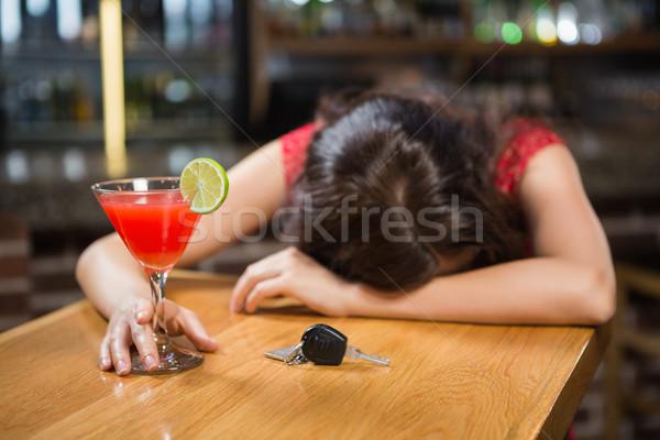 Dronken vrouw bestuurder counter cocktail Stockfoto © wavebreak_media