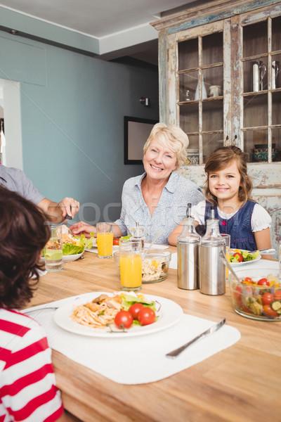 Portré mosolyog nagyi leányunoka ül ebéd Stock fotó © wavebreak_media