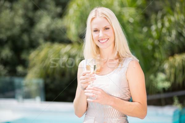 Portrait femme souriante champagne flûte permanent Photo stock © wavebreak_media