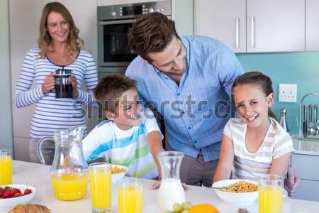 Aile meyve suyu mutfak ev gıda çocuk Stok fotoğraf © wavebreak_media