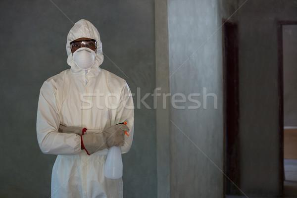 Bogárirtás férfi áll spray üveg otthon Stock fotó © wavebreak_media
