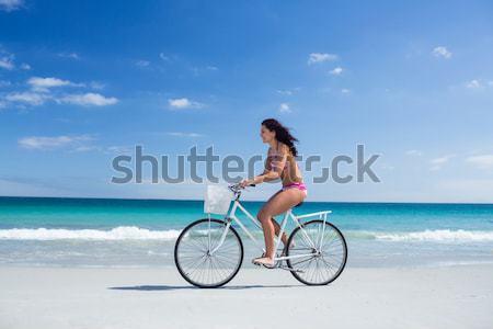 Insouciance femme vélo heureux mer amis Photo stock © wavebreak_media