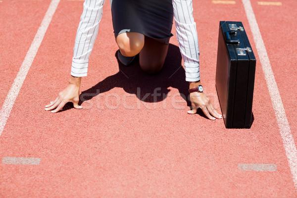 Mujer de negocios maletín listo ejecutar posición ejecutando Foto stock © wavebreak_media
