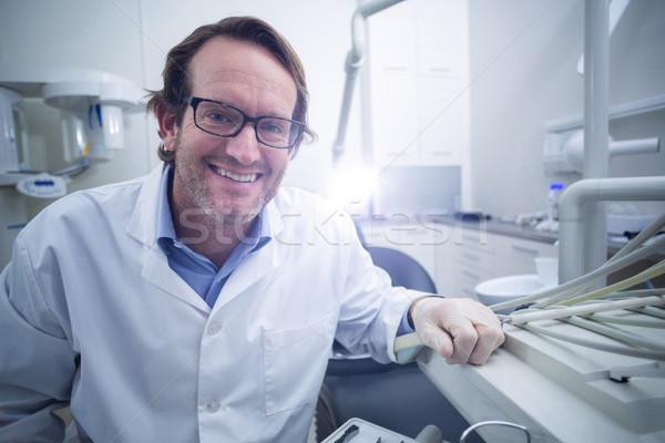 Retrato sorridente dentista sessão cadeira dental Foto stock © wavebreak_media