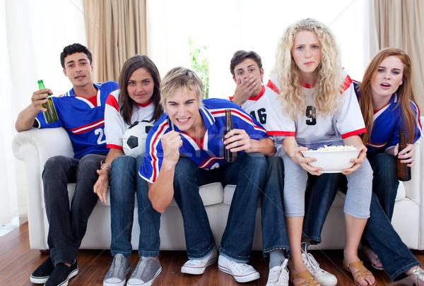 Tieners kijken voetbal wedstrijd home groep Stockfoto © wavebreak_media