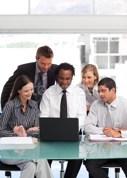 Zespół firmy za pomocą laptopa wraz international business zespołu człowiek Zdjęcia stock © wavebreak_media