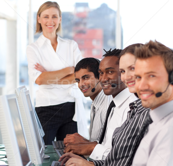 Geconcentreerde vrouwelijke leider team call center business Stockfoto © wavebreak_media